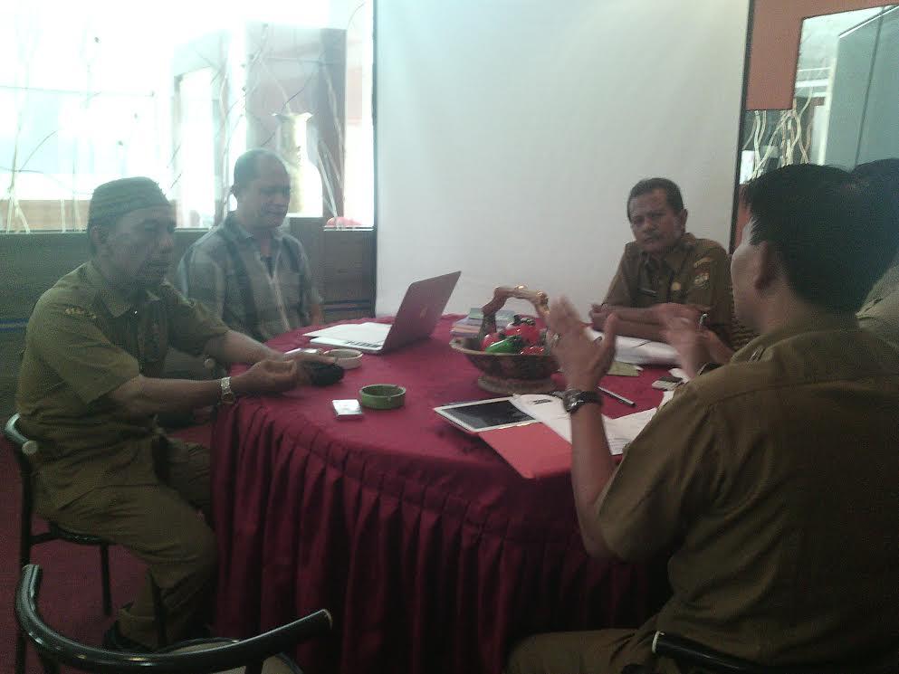 pengurus ForDas Kampar sedang rapat di Hotel Altha Kota Bangkinang beberapa hari lalu
