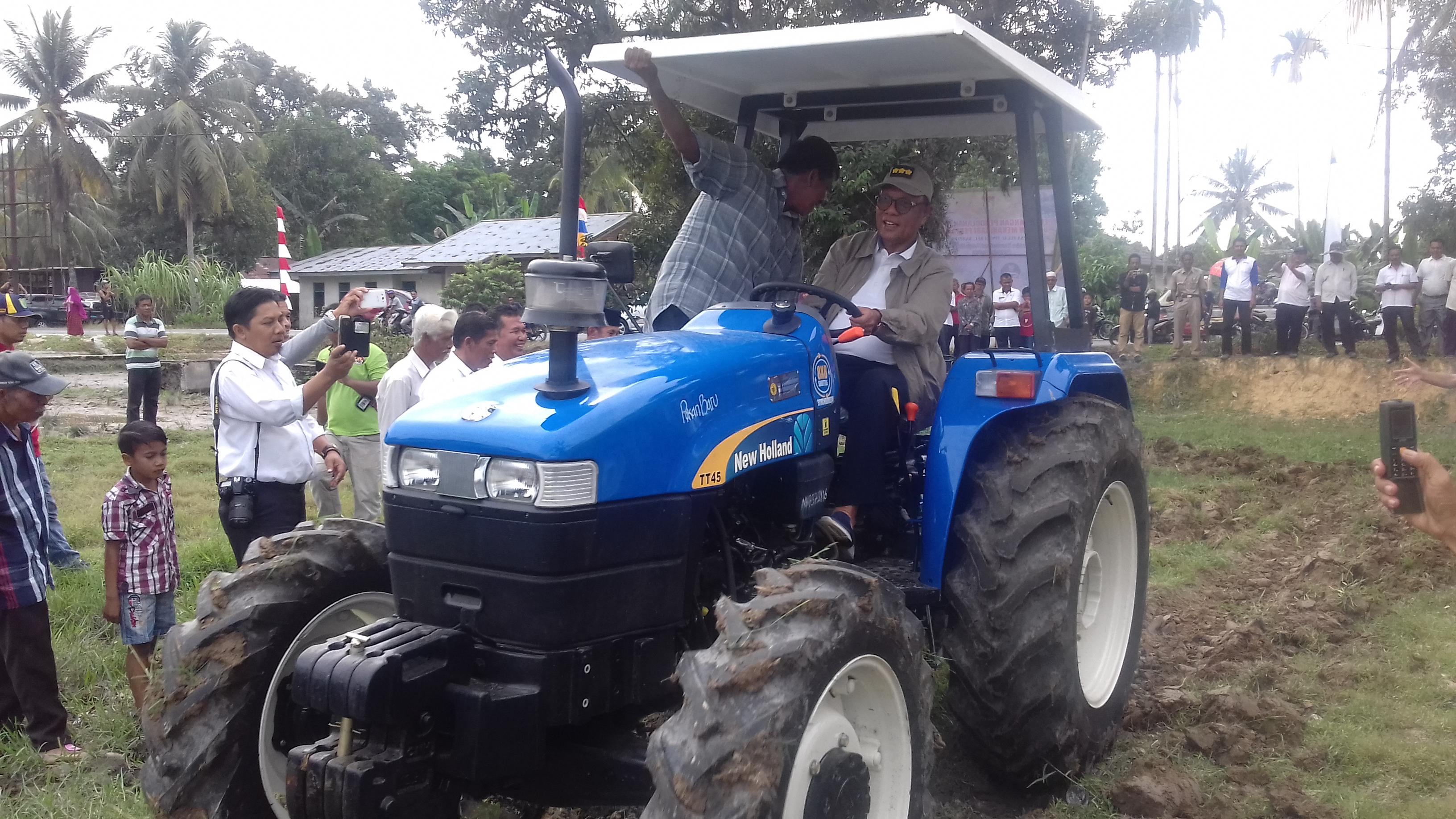 Kampar Terima 5 Unit Traktor Bantuan Kementerian Pertanian Ri